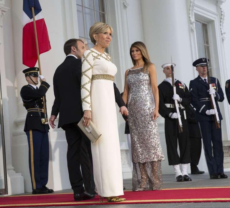 Petits tailleurs, robes zippées et silhouette super slim : les 15 looks les plus stylés de Brigitte Macron
