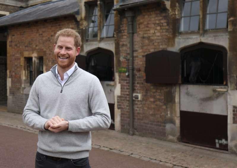 Wie benimmt sich Prinz Harry im wahren Leben und fernab der Kameras: Eine Frau, die ihn während einer Flugreise begegnete, erzählt uns genau davon