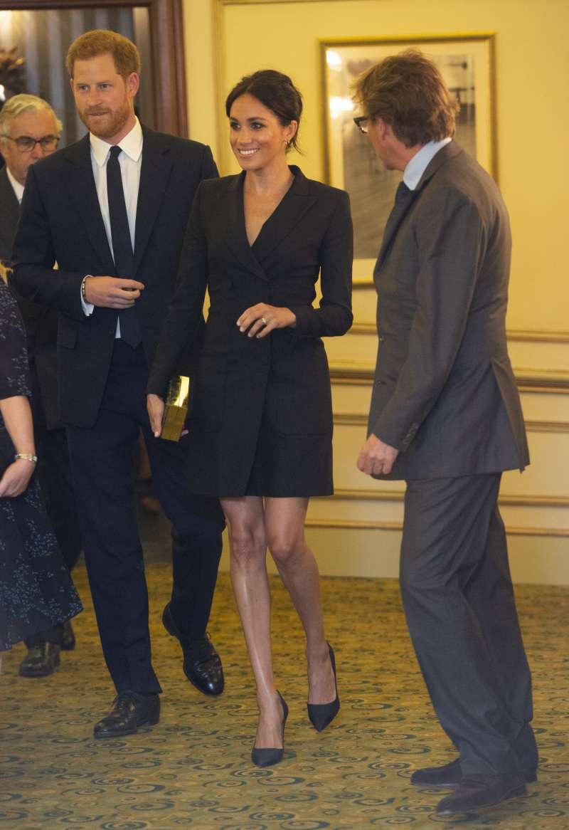 Une duchesse fan de mode : le top 10 des looks les plus glamours de Meghan Markleblack dress meghan markle
