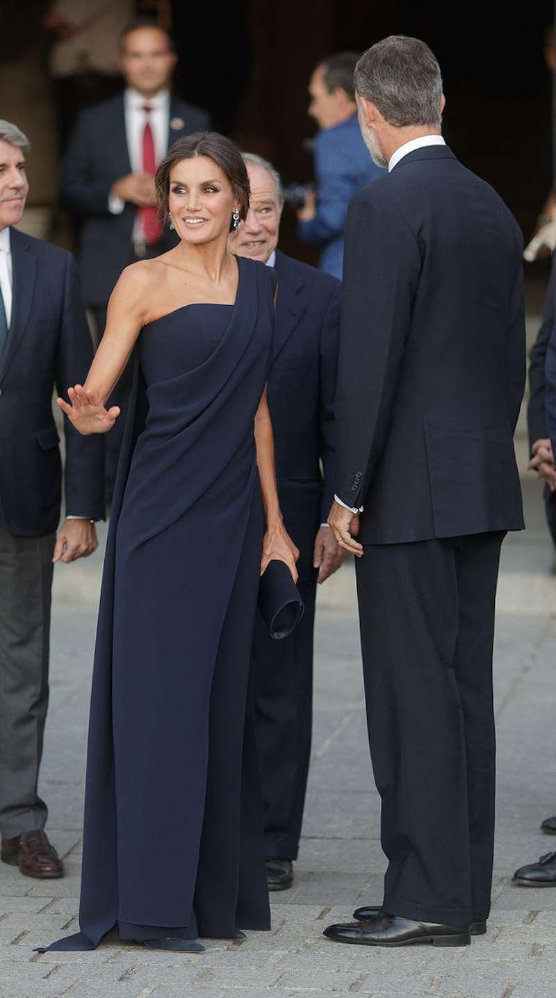 La regina Letizia ha scelto un outfit da sera inaspettato. E no, non è un vestito!