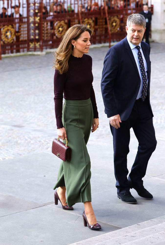 Queen Of Glamour! Kate Middleton Looks Chic From Head To Toe In High-Waisted Khaki Pants And Marsala Jumper At The Angela Marmont CentreQueen Of Glamour! Kate Middleton Looks Chic From Head To Toe In High-Waisted Khaki Pants And Marsala Jumper At The Angela Marmont CentreQueen Of Glamour! Kate Middleton Looks Chic From Head To Toe In High-Waisted Khaki Pants And Marsala Jumper At The Angela Marmont Centre