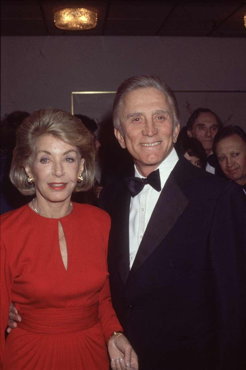 Der Ehefrau von Kirk Douglas, Anne, stellten seine vielen Veruntreuungen kein Problem dar. Sie begründete auch warum