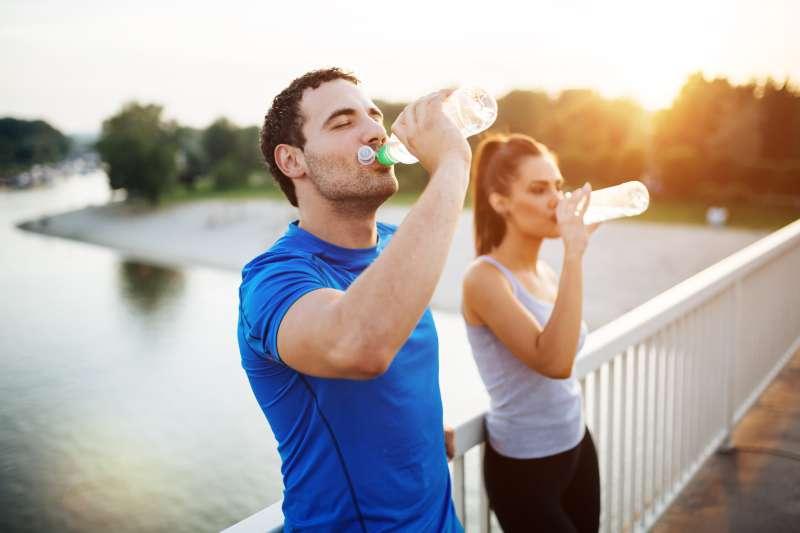 Fini les gonflements ! Comment diminuer la rétention d'eau dans le corps