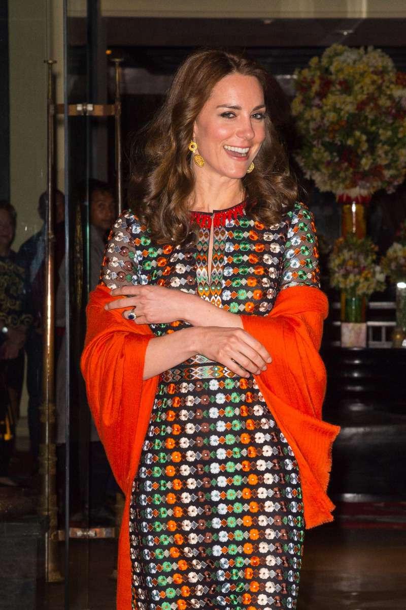 Arc-en-ciel : Julia Roberts et Drew Barrymore portent la même robe Valentino