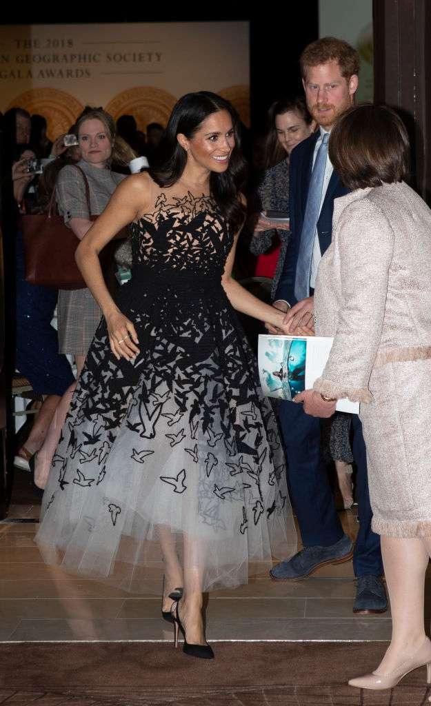 """Meghan fue brutalmente criticada por buscar atención y convertir una premiación en un """"desfile de modas"""""""