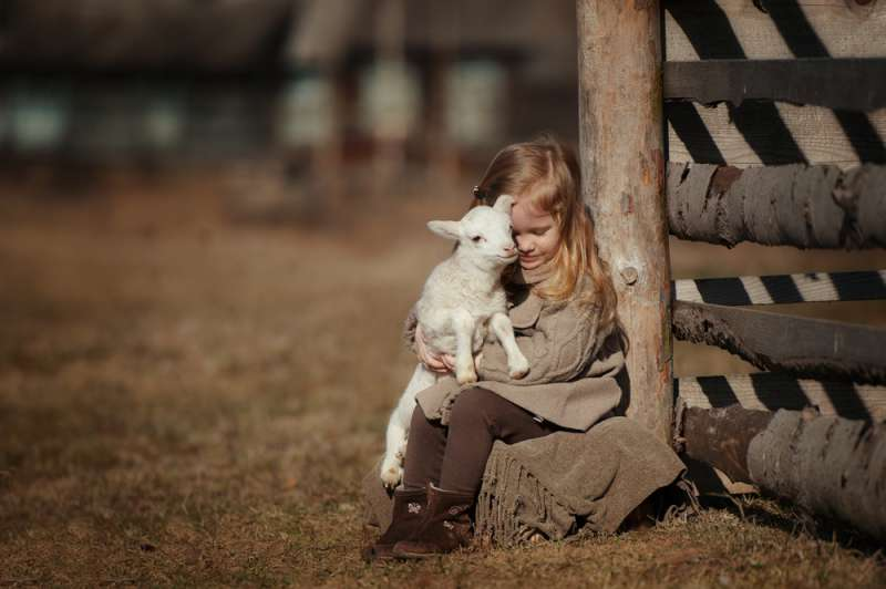 8 Amazing Pictures That Depict The Love Farm Animals Have For Humans