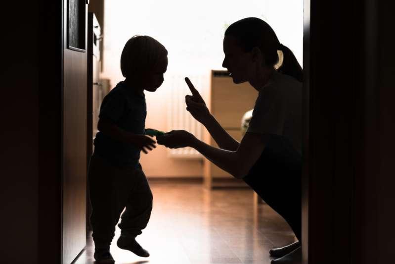 Disziplin heißt nicht gleich Bestrafung: Mädchen nahm sich das Leben nach wiederholten Demütigungen vom Stiefvater