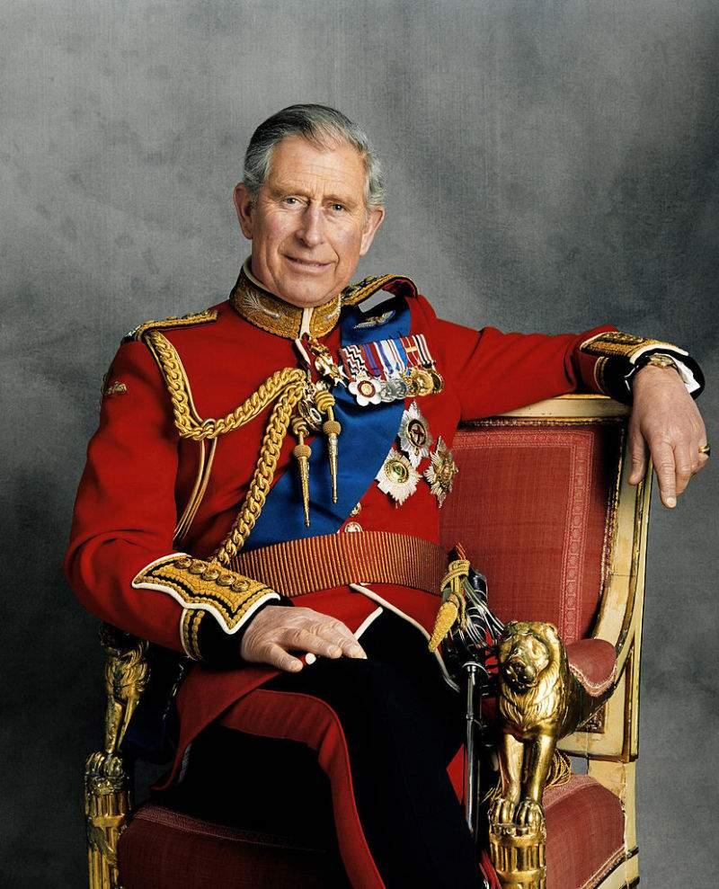 """Le prince Harry """"ne s'est pas remis"""" de la perte de Diana et selon certaines sources, la famille royale s'inquiète pour lui"""