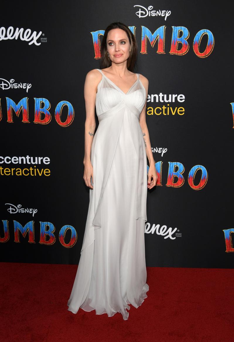"""Junto a sus hijos y con una enorme sonrisa, Angelina Jolie reapareció en la premier de """"Dumbo""""angelina jolie at dumbo's premiere"""