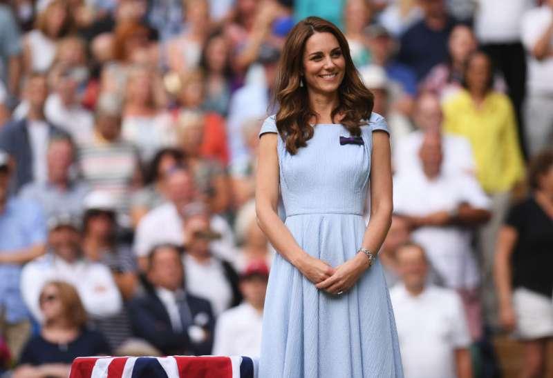Según experto en lenguaje corporal, la reina Isabel prefiera a Harry y Meghan que a Kate y William