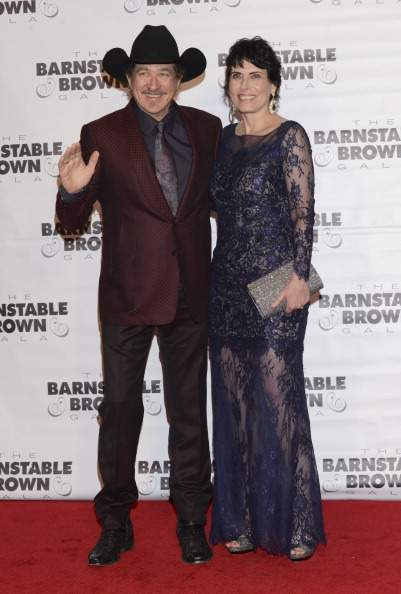 Couple Goals: Famous Country Singer Kix Brooks And His Amazing Wife Know What A Blissful Marriage Is After Almost 40 Years TogetherCouple Goals: Famous Country Singer Kix Brooks And His Amazing Wife Know What A Blissful Marriage Is After Almost 40 Years TogetherCouple Goals: Famous Country Singer Kix Brooks And His Amazing Wife Know What A Blissful Marriage Is After Almost 40 Years Together