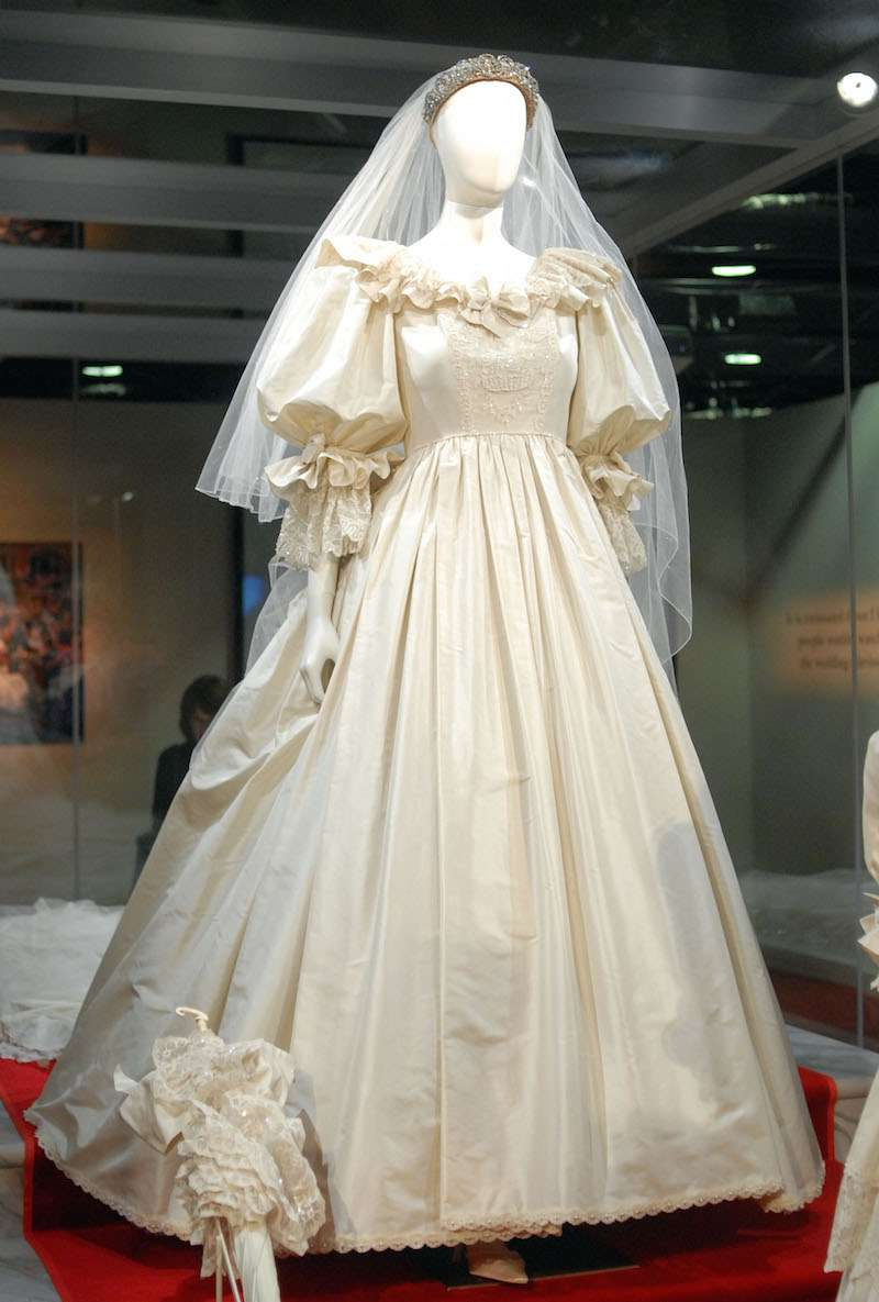 10 Interesting Facts About Princess Diana\'s Iconic Wedding Dress ...