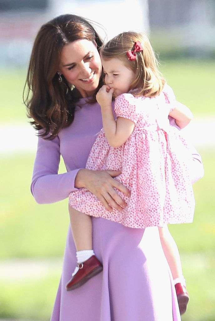 Kate, sei un'ottima mamma! La Duchessa avvistata con il piccolo Louis a passeggio a San Valentino