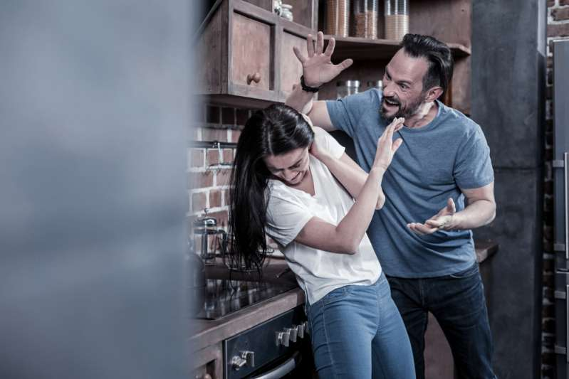 "5 Signs That Scream Your Man Is ""Breaking"" Youhome violence"