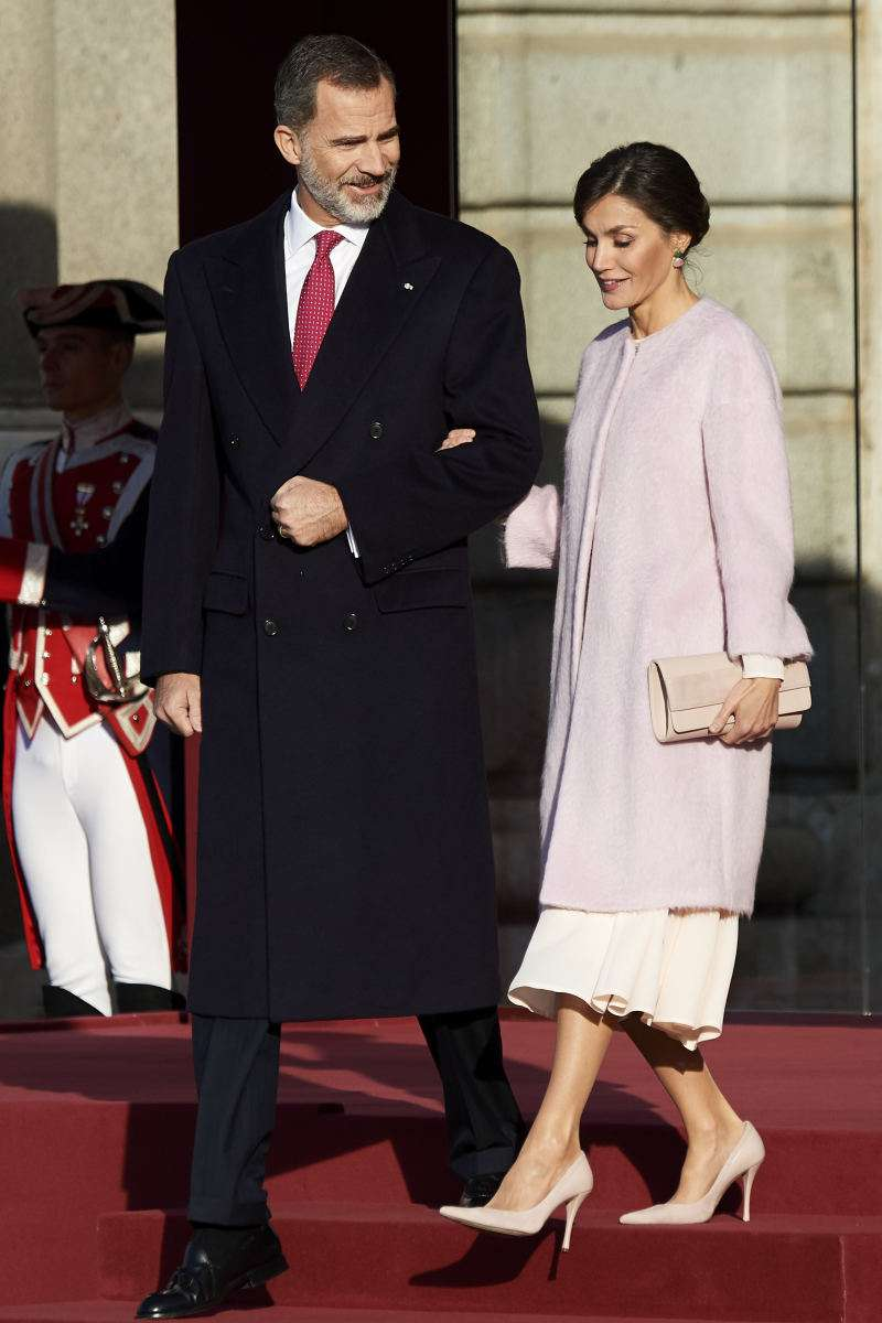 What A Soft And Fluffy Coat! The Queen Of Spain Impressed The Public With Her Latest Warm Imagequeen letizia pink coat