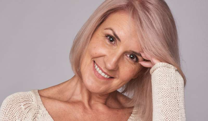 Hidden Beauty Unmasked! Woman Over 70 Looks 20 Years Younger After Unbelievable MakeoverHidden Beauty Unmasked! Woman Over 70 Looks 20 Years Younger After Unbelievable Makeover