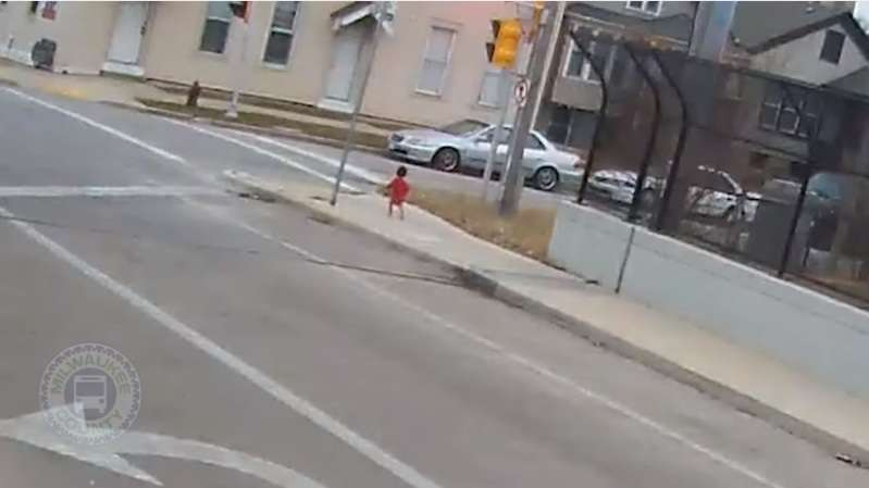 Mother Left Her 1-Year-Old Barefoot Child Outside Freezing, But Then A Brave Bus Driver Intervened!Mother Left Her 1-Year-Old Barefoot Child Outside Freezing, But Then A Brave Bus Driver Intervened!Mother Left Her 1-Year-Old Barefoot Child Outside Freezing, But Then A Brave Bus Driver Intervened!