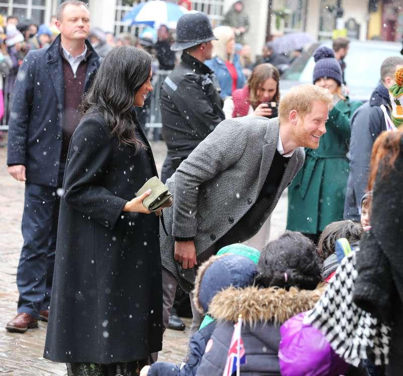 Prince Harry wurde emotional, nachdem ihn ein Fan ein 25 Jahre altes Bild von Diana zeigte