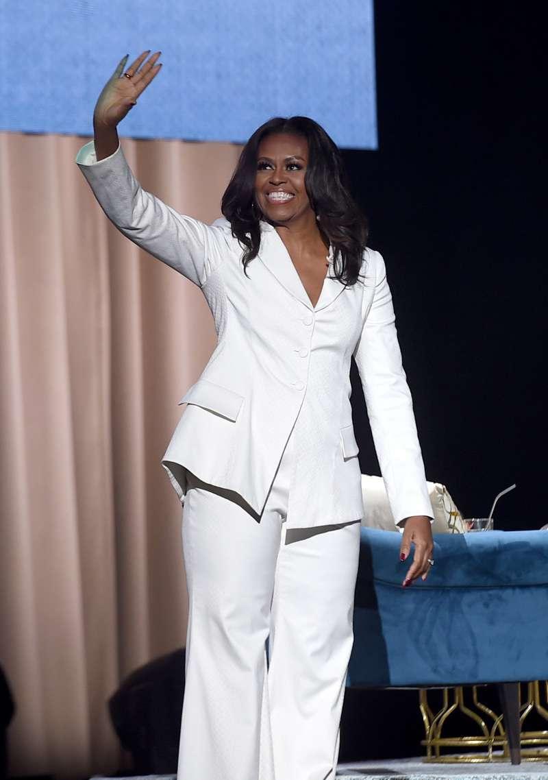 """Gotta Love Potty Humor"": Fashion Critics Compared Michelle Obama's White Strapless Gown With To A Toilet Seat"