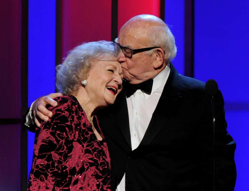 """Ed Asner Praises Betty White And Jokes About Her 'Hollywood Queen' Status: """"I Have To Bend My Knee Every Time I Run Into Her""""Ed Asner Praises Betty White And Jokes About Her 'Hollywood Queen' Status: """"I Have To Bend My Knee Every Time I Run Into Her""""Ed Asner Praises Betty White And Jokes About Her 'Hollywood Queen' Status: """"I Have To Bend My Knee Every Time I Run Into Her""""Ed Asner Praises Betty White And Jokes About Her 'Hollywood Queen' Status: """"I Have To Bend My Knee Every Time I Run Into Her""""Ed Asner Praises Betty White And Jokes About Her 'Hollywood Queen' Status: """"I Have To Bend My Knee Every Time I Run Into Her""""Ed Asner Praises Betty White And Jokes About Her 'Hollywood Queen' Status: """"I Have To Bend My Knee Every Time I Run Into Her"""""""
