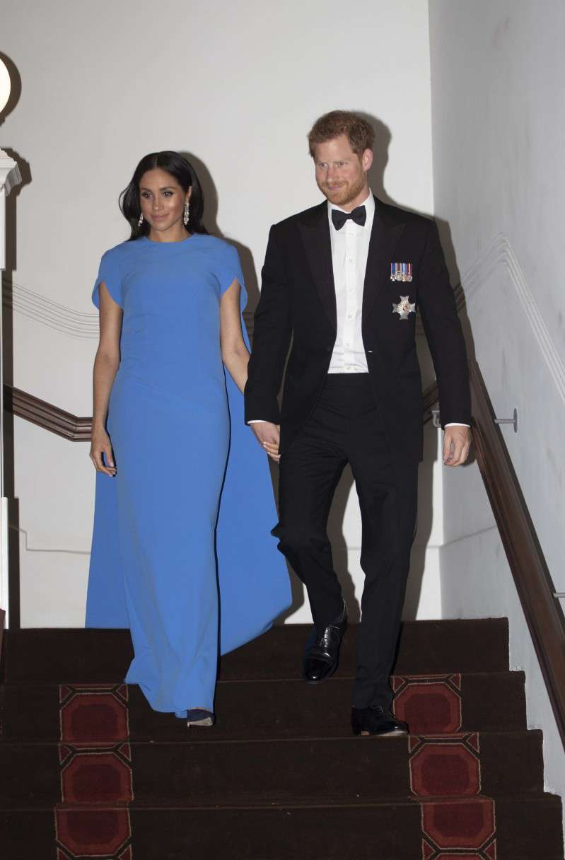 La classe et le charme : les 10 plus belles tenues du couple Harry et Meghanmeghan markle in blue dress for reception in fiji