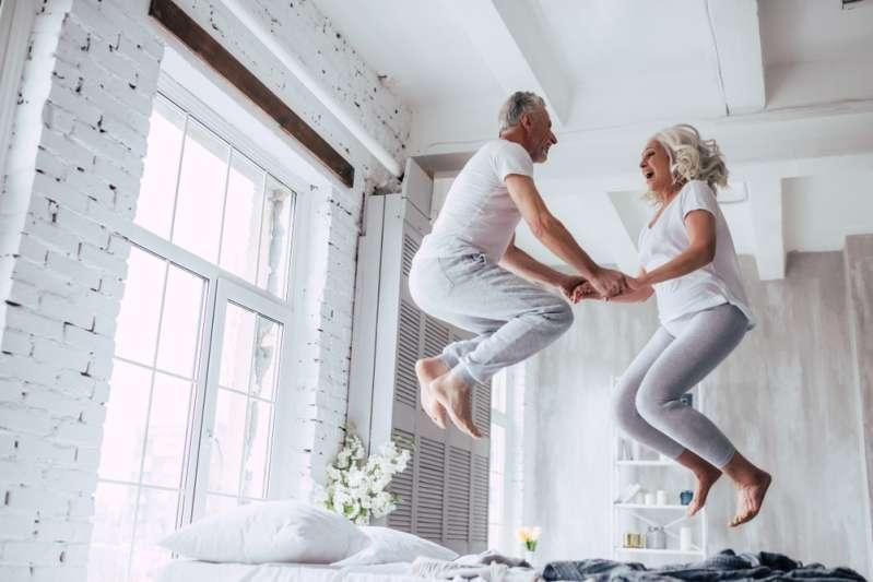 L'âge ne compte pas : les signes du zodiaque qui finissent souvent par se marier avec quelqu'un de plus âgé