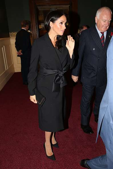 Des jumelles royales ! Kate imite Meghan en portant la même robe noire qu'elle lors de la Fête du Souvenir