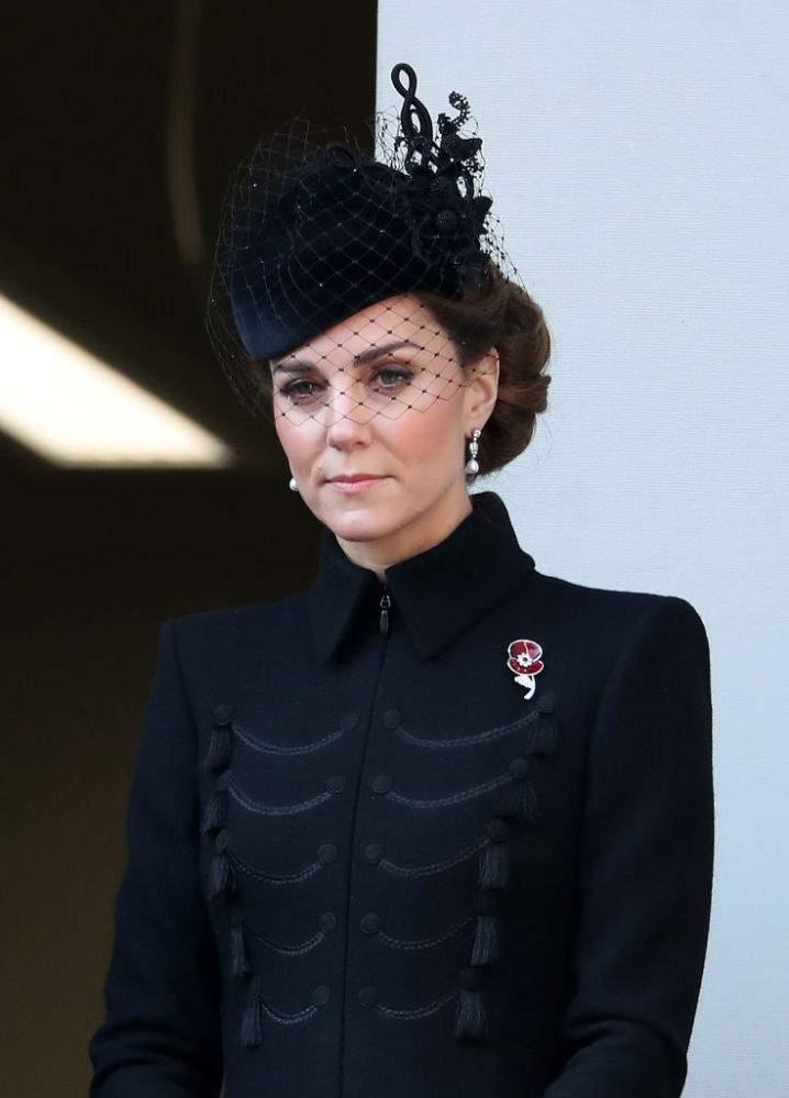 ¿Por qué la hizo a un lado? En su último evento, la reina estuvo con Kate y Camila dejando a Meghan aparte