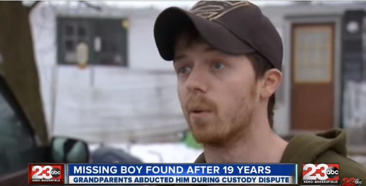 Vermisster Junge wurde gefunden, nachdem er 19 Jahre lang spurlos verschwunden war. Jetzt ist auch er Vater