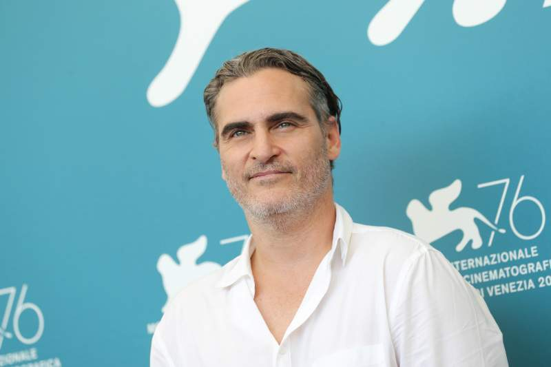 Joaquin Phoenix's Scar On His Upper Lip: What Happened To