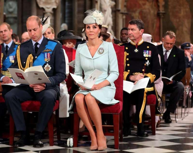 Aíslan a Meghan Markle de la reina Isabel y Kate Middleton durante el acto del Día de RemembranzaAíslan a Meghan Markle de la reina Isabel y Kate Middleton durante el acto del Día de RemembranzaAíslan a Meghan Markle de la reina Isabel y Kate Middleton durante el acto del Día de Remembranza