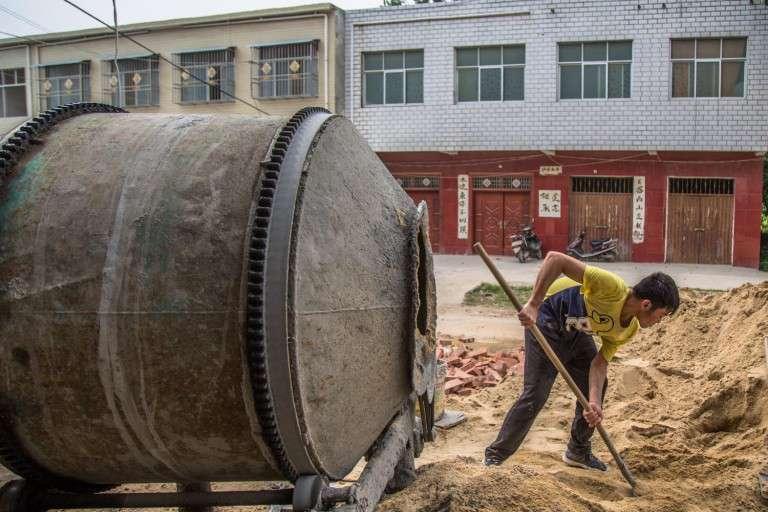 Ein wahrer Held: 19-jähriger Junge arbeitet hart an einer Baustelle, um seinen Bruder zu retten, der Leukämie hat