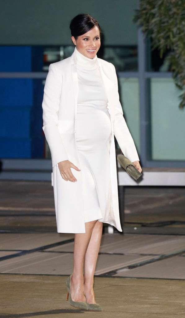 Что общего между двумя вечерними платьями очень беременных Кейт и Меган-