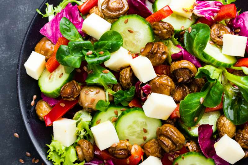 Estudio afirma que los esposos son más estresantes para las mujeres que los propios hijosEstudio afirma que los esposos son más estresantes para las mujeres que los propios hijosFresh vegetable salad with mushrooms and mozzarella