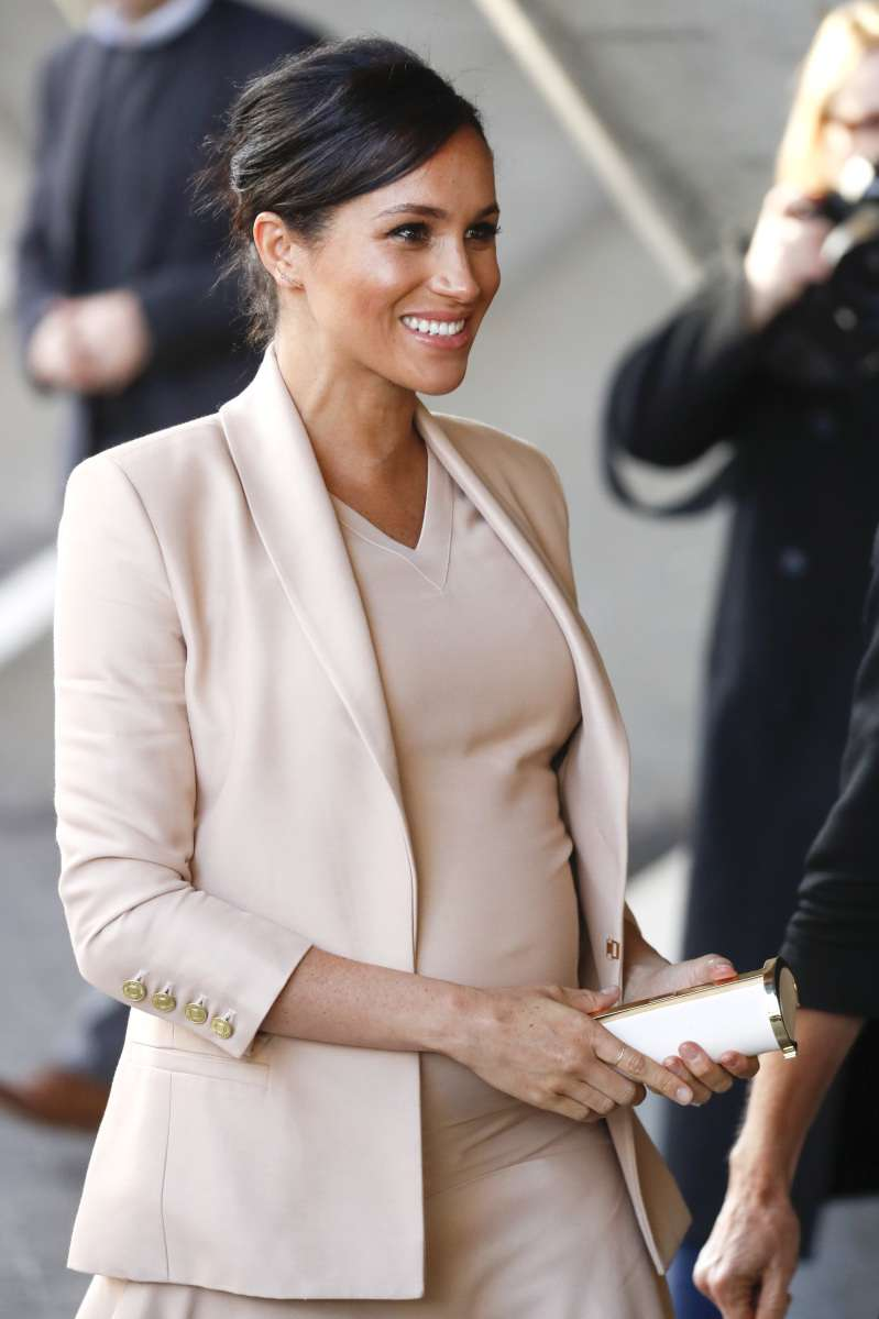 Duchess Meghan Dazzles In A Blush Pink Outfit Visiting National Theater As The PatronDuchess Meghan Dazzles In A Blush Pink Outfit Visiting National Theater As The PatronDuchess Meghan Dazzles In A Blush Pink Outfit Visiting National Theater As The Patron