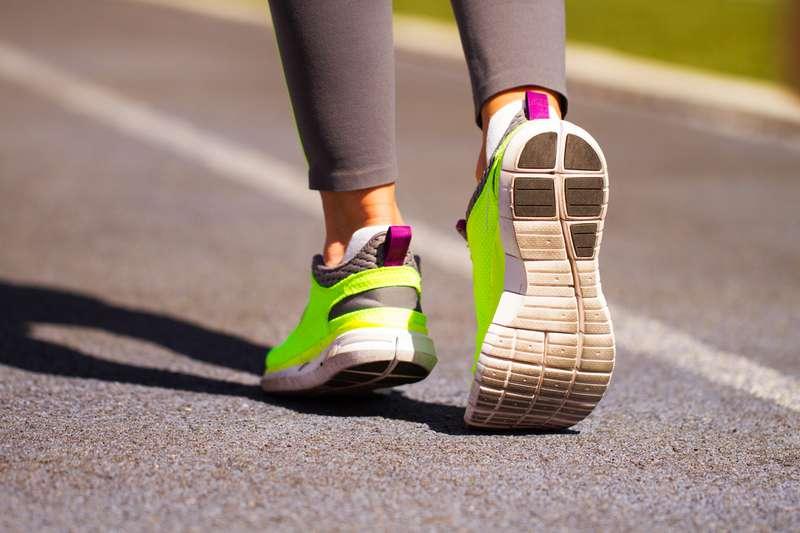 De Des L'arrière D Et Quoi La Voici À Chaussures Boucle Sert Sport 8q1UFFwR