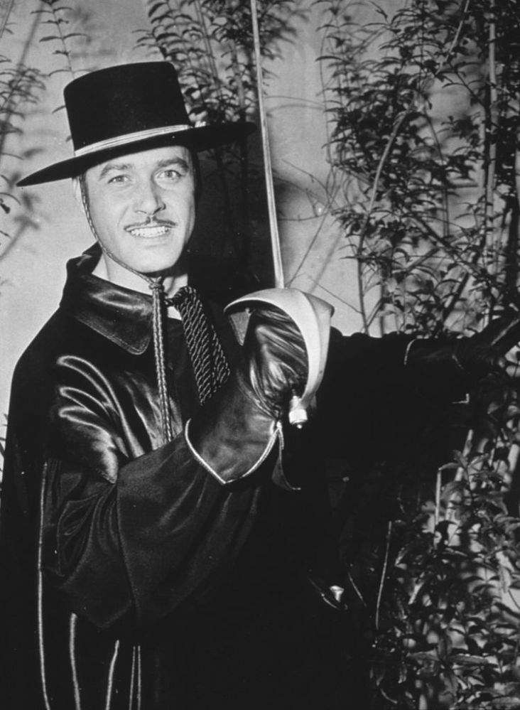 """La fille de Guy Williams, star de """"Zorro"""", a hérité de la beauté, du charisme et du talent d'acteur de son père"""