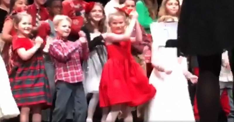 Dancing Queen! Mom Posts Adorable Video Of Her Daughter Stealing The Spotlight With Her Dance Moves During A Christmas PresentationDancing Queen! Mom Posts Adorable Video Of Her Daughter Stealing The Spotlight With Her Dance Moves During A Christmas PresentationDancing Queen! Mom Posts Adorable Video Of Her Daughter Stealing The Spotlight With Her Dance Moves During A Christmas PresentationDancing Queen! Mom Posts Adorable Video Of Her Daughter Stealing The Spotlight With Her Dance Moves During A Christmas Presentation