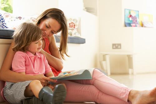 Eltern verwirrt, da ihr 20 Monate altes Mädchen die Pubertät durchläuft und ihre erste Periode hat