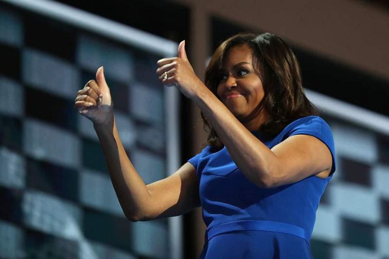 Nouvelle fresque murale de Michelle Obama à Chicago dans de beaux vêtements coréens, les fans sont conquis