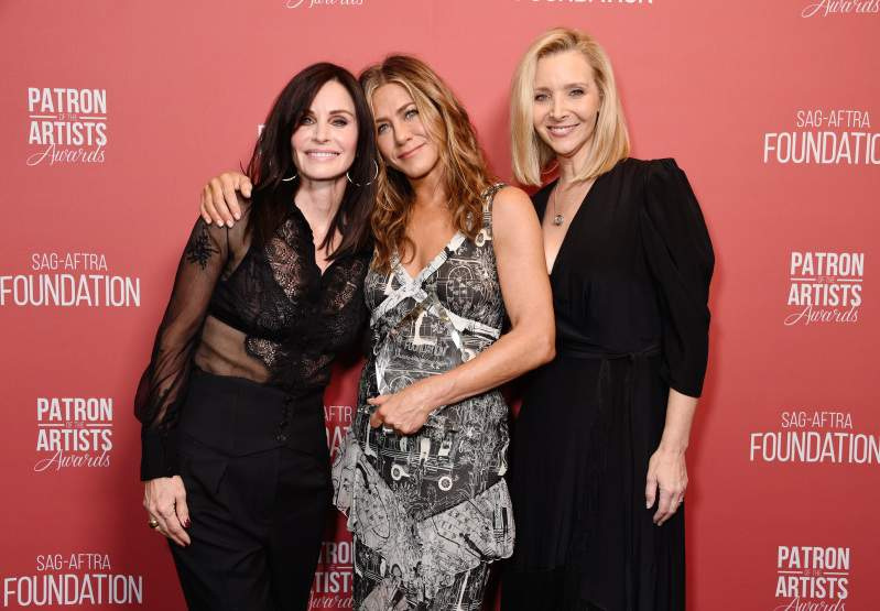 Who Looks Better: Jennifer Aniston, Courteney Cox, And Lisa Kudrow Stun In Staggering Outfits At The Patron Of The Artists AwardsWho Looks Better: Jennifer Aniston, Courteney Cox, And Lisa Kudrow Stun In Staggering Outfits At The Patron Of The Artists Awards