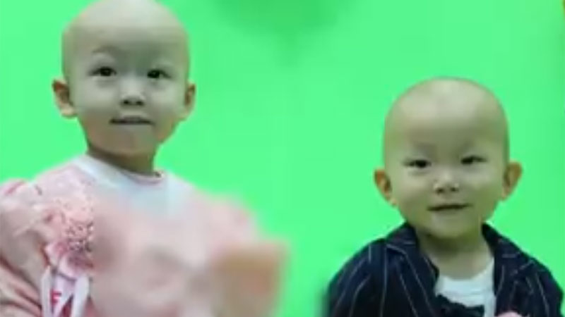 Padres de 2 pequeños con leucemia temen que tengan poco tiempo de vida y deciden casarlos