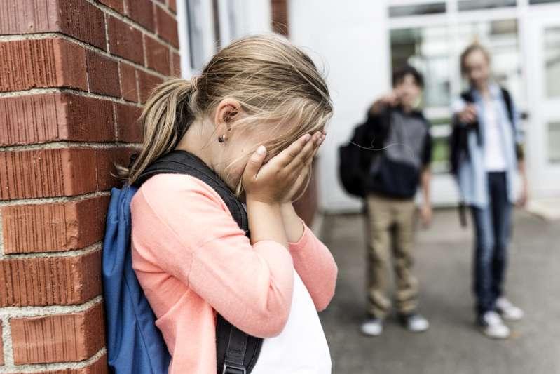Учитель заклеил 6-летней девочке рот, потому что она много говорила. Ребенок погиб