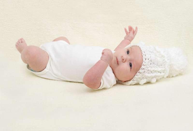 À leur retour les parents ont retrouvé leur bébé d'un an couvert d'ecchymoses et la nounou dormait tranquillement