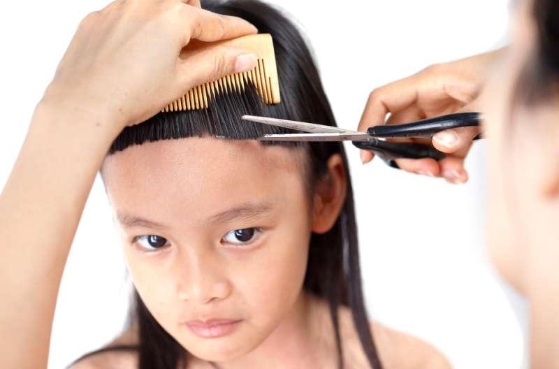 Как подстричь ребёнка дома: пошаговая инструкция для волос любой длины
