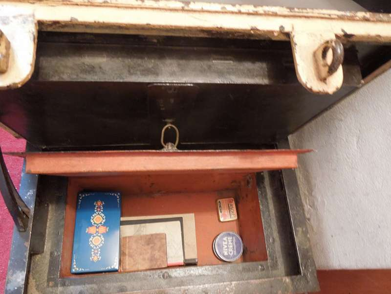 After Her Aunt Passed Away, A Woman Found A Safe In Her House Full Of Unexpected Items
