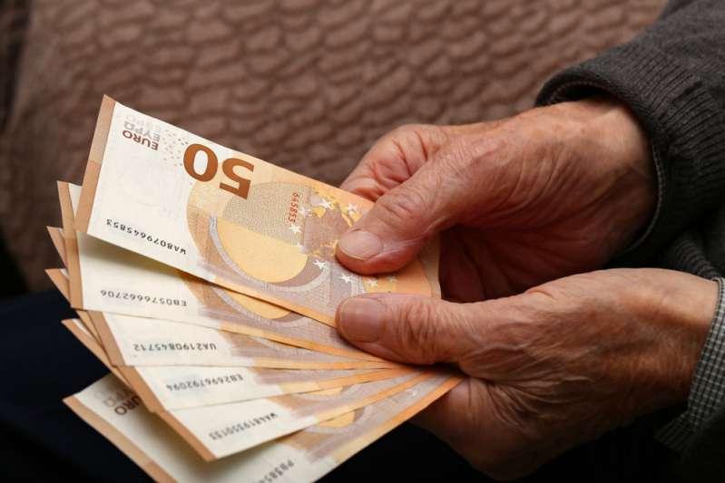 Una donna perde il portafoglio con 1.500 euro all'interno: un senzatetto lo ritrova e lo restituisceUna donna perde il portafoglio con 1.500 euro all'interno: un senzatetto lo ritrova e lo restituisceUna donna perde il portafoglio con 1.500 euro all'interno: un senzatetto lo ritrova e lo restituisceUna donna perde il portafoglio con 1.500 euro all'interno: un senzatetto lo ritrova e lo restituisceUna donna perde il portafoglio con 1.500 euro all'interno: un senzatetto lo ritrova e lo restituisce