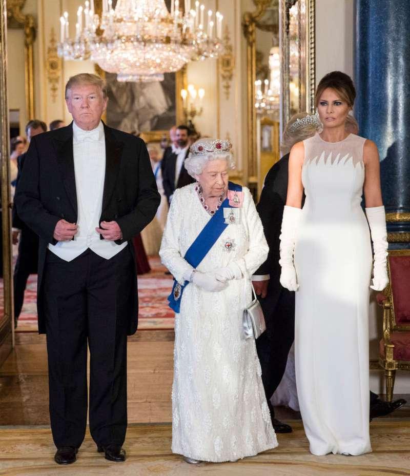 Les 4 fois où Donald Trump a enfreint des règles majeures du protocole royal lors de sa rencontre avec la reine-