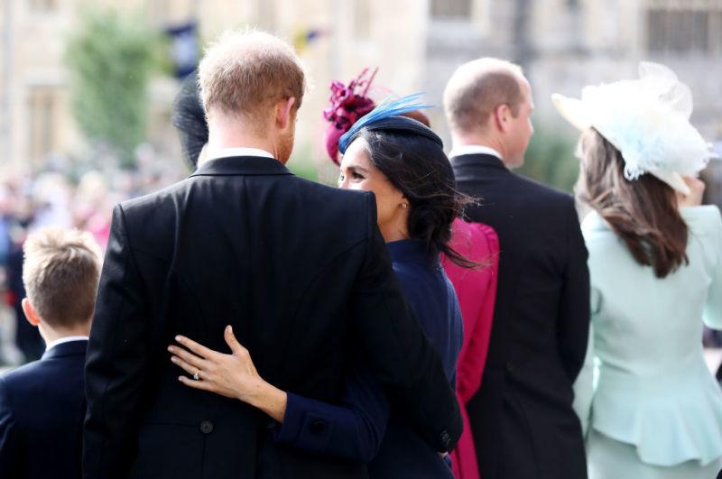 Il principe Harry e Meghan Markle inseparabili durante il matrimonio della principessa Eugenie