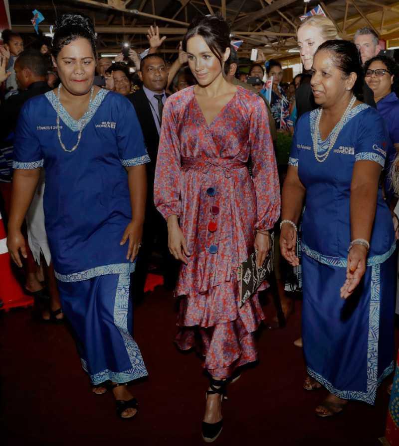Las vidas de Meghan Markle y de su bebé estuvieron 5 veces en grave peligro durante su viajeMeghan, Duchess of Sussex visits a market on October 24, 2018 in Suva, Fiji.